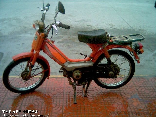 有自行车样式的脚踏,无挡位,加的是混合油,当时就叫,嘉铃本田.