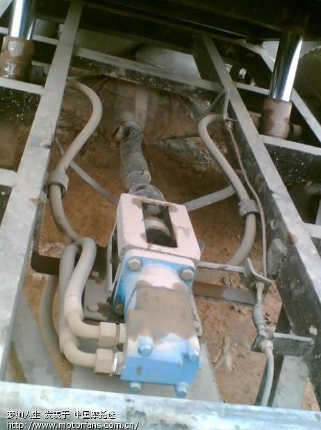 四驱的手扶拖拉机早有了,在韶关山区很多见