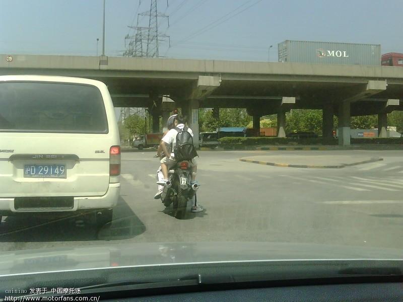 交通事故现场,大排与朗逸的较量 中国第一摩托车论坛 摩旅进