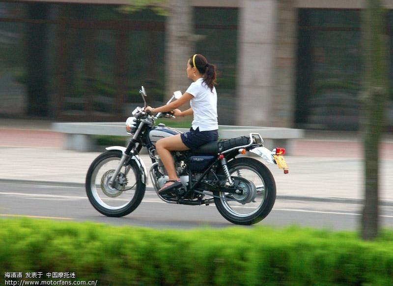 这个美女骑的车太帅了 摩托车论坛