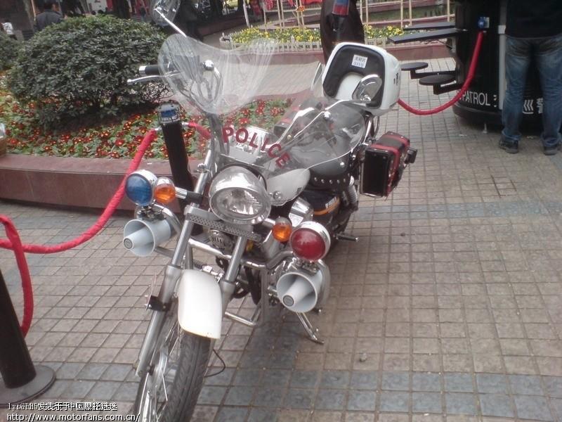 跪求交巡警摩托车这种红蓝爆闪