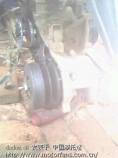 求救 踏板车后轮怎么拆开换轴承啊 高清图片