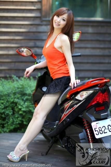 GTRaero台湾25周年限量纪念车+小瑛外拍有性感美女亲嘴视频图片