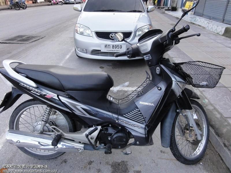 哈哈,楼上的泰国摩托车图片是电喷的.注意标识:pgm-fi
