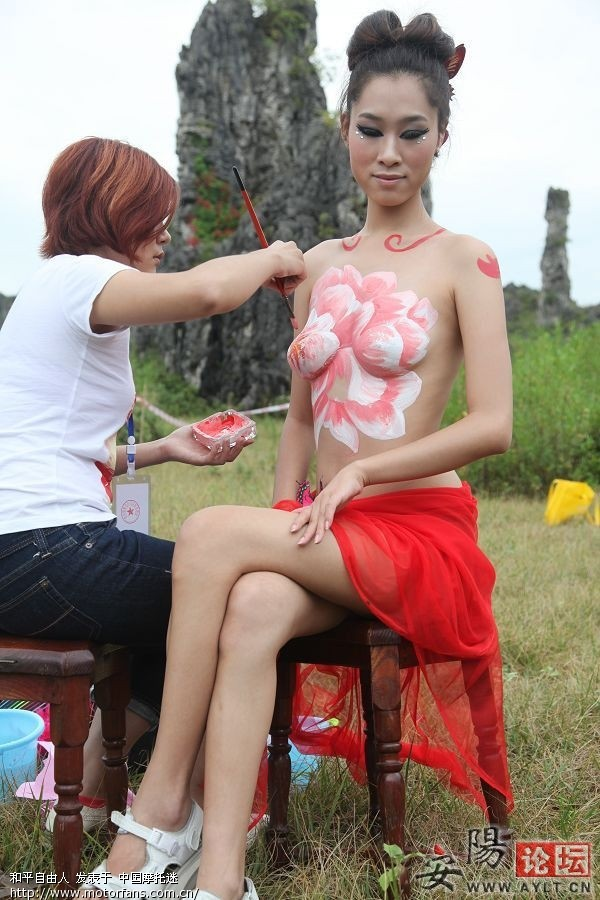 野外人体彩绘大赛展出。 摄影论坛