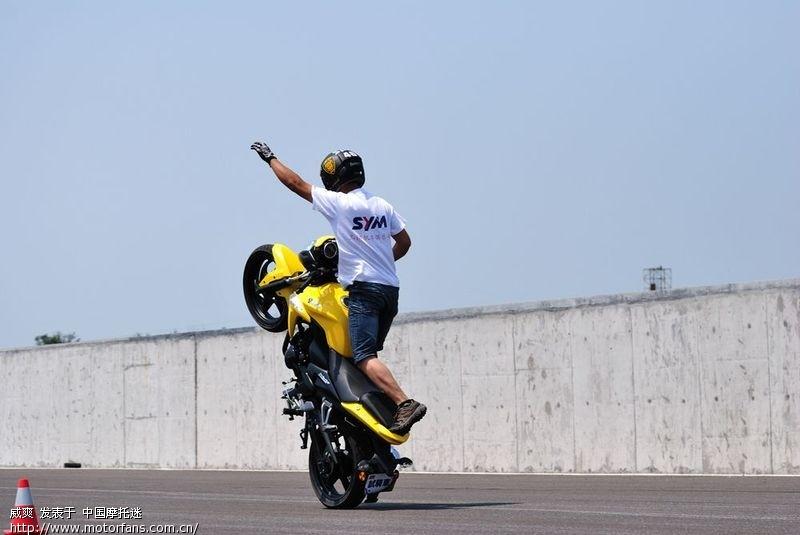 台湾版三阳T1视频和骑行视频-厦杏三阳-光速放慢摩托怠速图片
