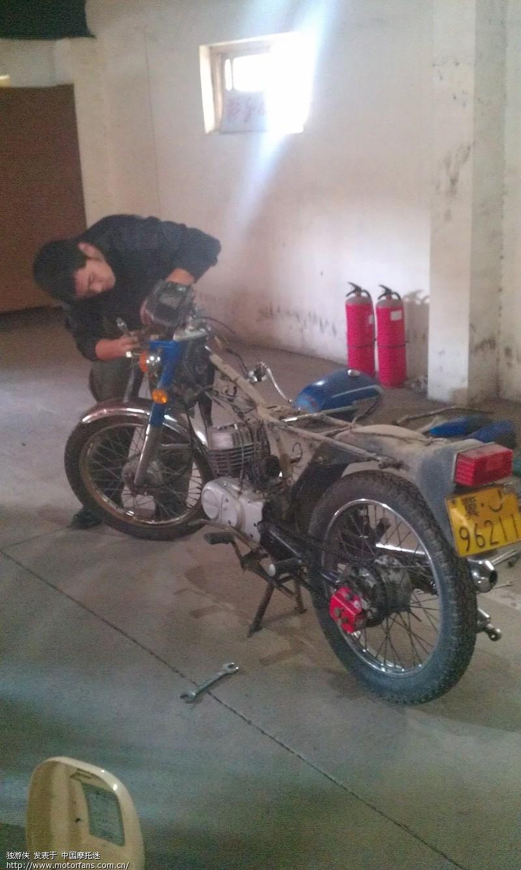 经典两冲摩托 铃木ax100