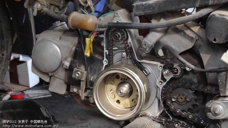 图片中看到的汽油滤芯是桑塔纳配件,经过基本一年的使用,没有任何