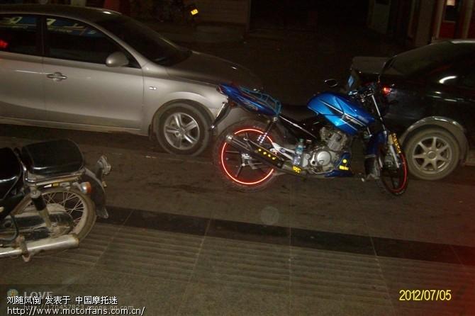 本田cd125双缸摩托车