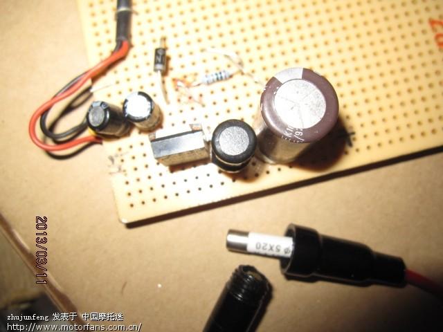 发个简单实用高效的充电器电路