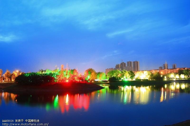 平顶山新城区的夜景还可以 高清图片