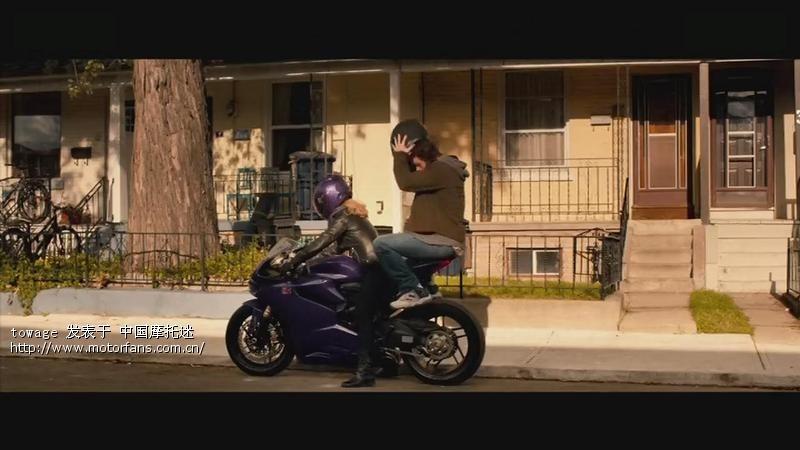超杀女的摩托车