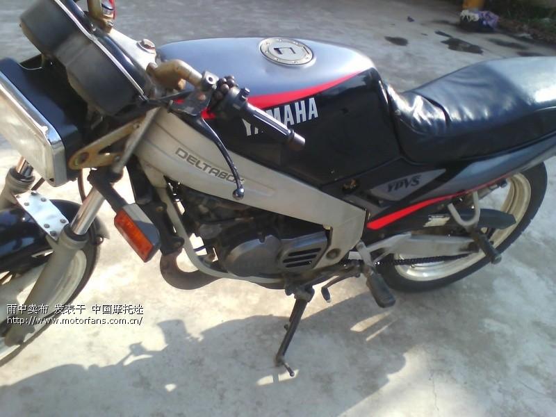 雅马哈tzr125摩托车
