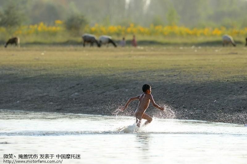 新疆喀什塔孜洪水库边那群洗澡的牧童o