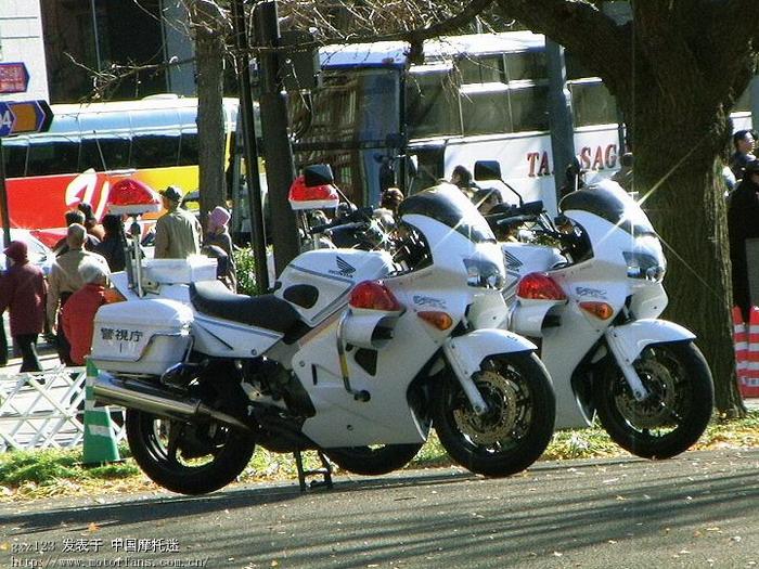 日本的交警的摩托