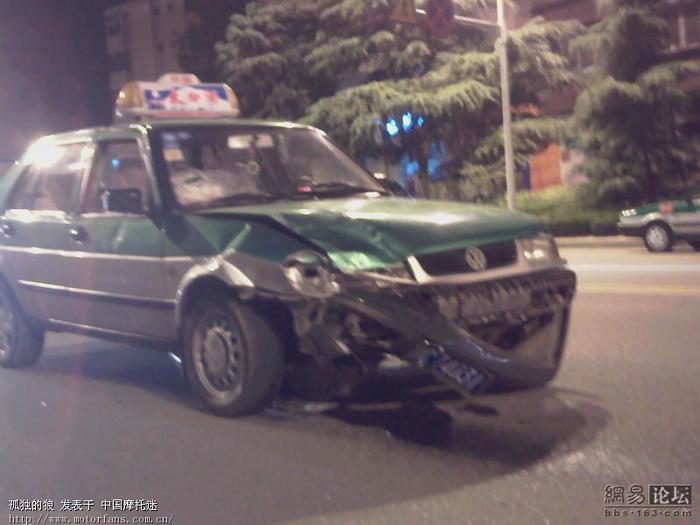 九月三日晚上宝鸡发生的车祸现场 高清图片