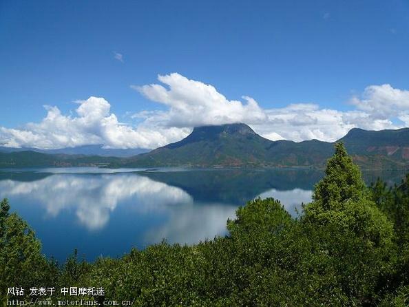 中午时分  我们翻山越岭  来到了风景区  马湖    马湖风景名胜区