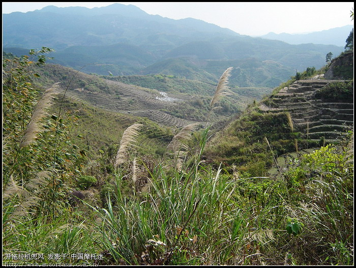 形容山里的农村风景