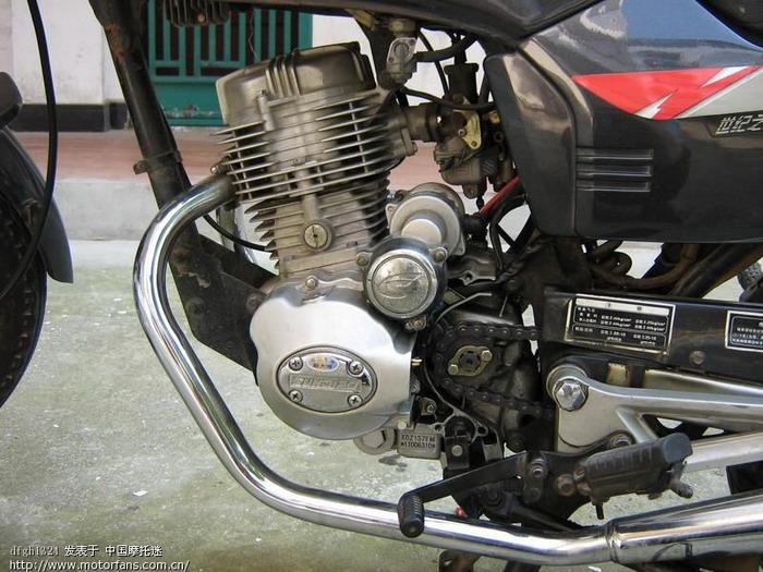 故障现象:发现在发动机钢印处①有漏机油