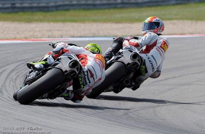 高清:摩托英豪赛道飙车 齐聚世界锦标赛 - 摩托