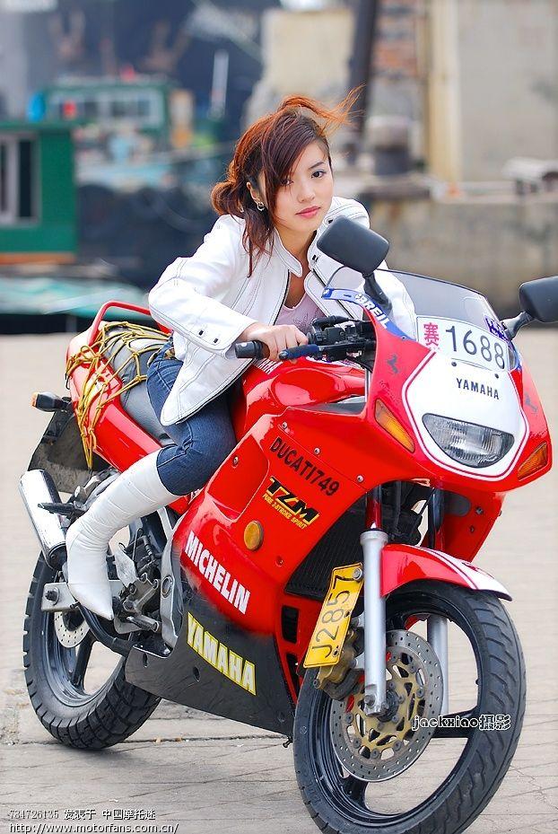 美女踏板摩托又来光临了
