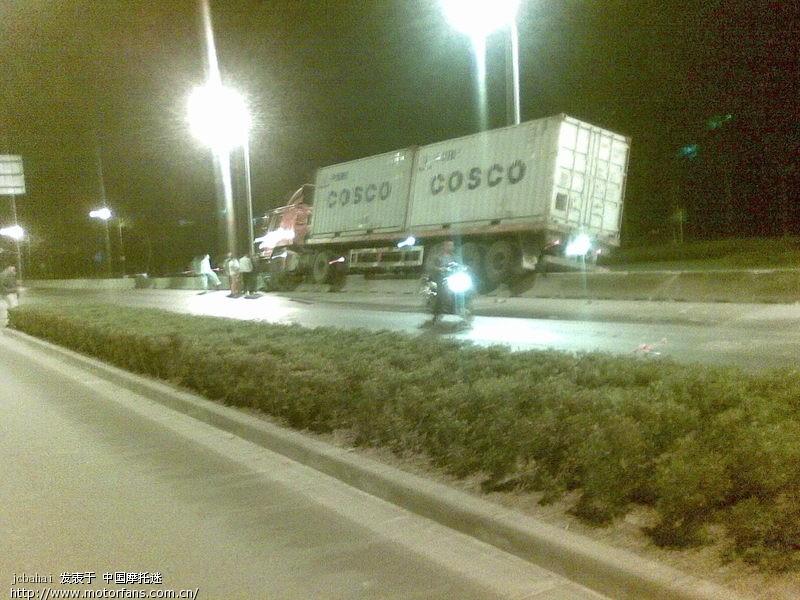 10月24号晚上看到的车祸现场